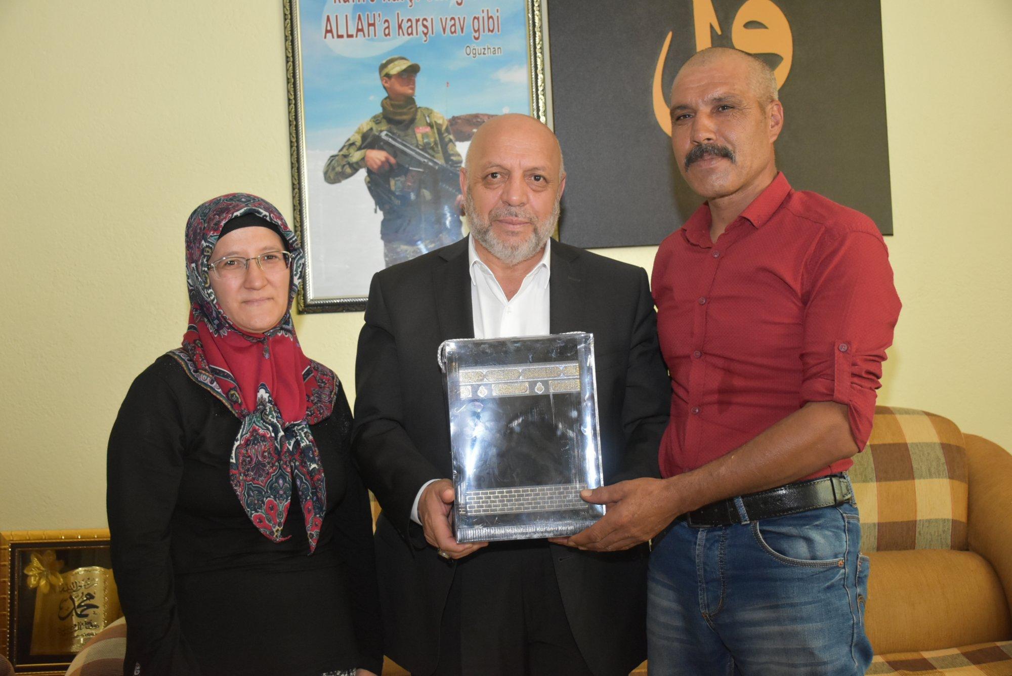 ARSLAN KARAMAN'DA ŞEHİT EVİNİ ZİYARET ETTİ