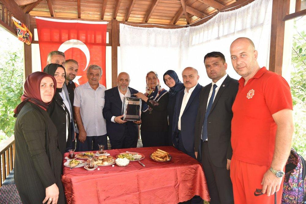 ARSLAN, İSTANBUL'DA ŞEHİT SİNAN TUNÇ'UN AİLESİNİ ZİYARET ETTİ