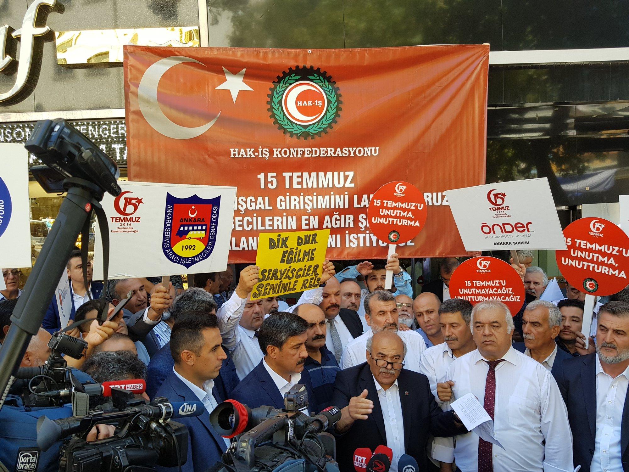 HAK-İŞ ÜYELERİ EKONOMİK SAVAŞI PROTESTO ETTİ