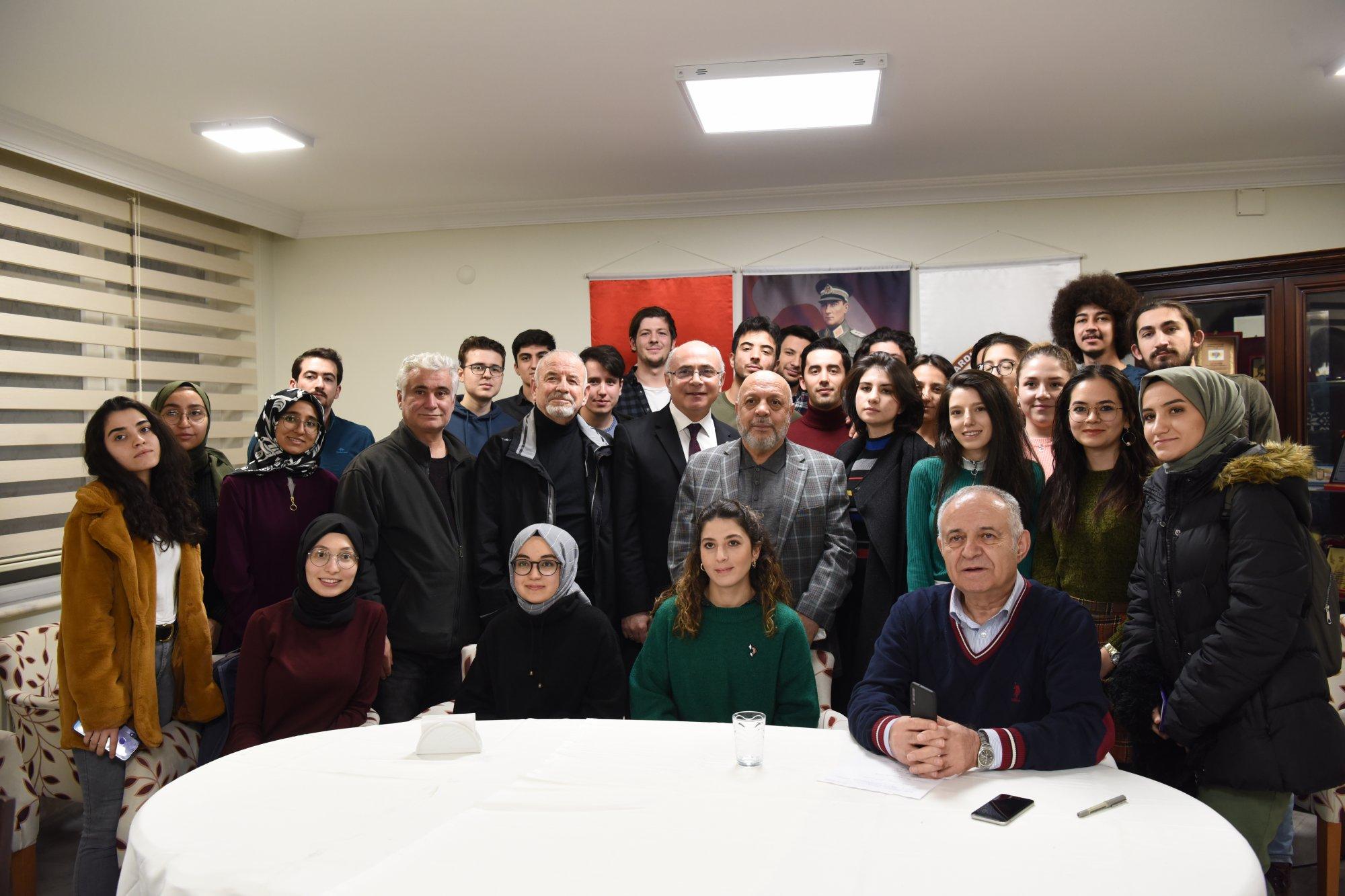 ARSLAN, KARAMANLI ÖGRENCİLERLE BİR ARAYA GELDİ